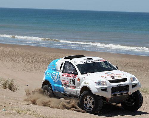 Dambis/Saukāns kā pirmie ar elektroauto sasniedz Dakaras rallija finišu