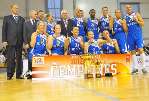 Krauliņš, Cēsis dominē Rīgā un izcīna trešo Latvijas titulu