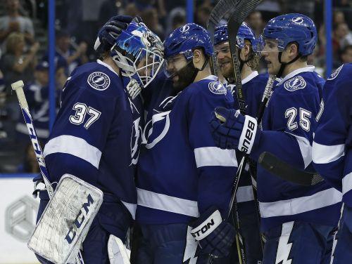 Gudļevskis NHL debijā atvaira 36 metienus, kļūst par pirmo zvaigzni