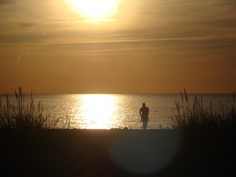 7 iemesli, kāpēc peldēšanās jūrā aizstās aptiekas apmeklējumu