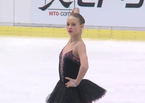 Daiļslidotājai Kučvaļskai karjeras rekords un 7.vieta Čehijā (+video)
