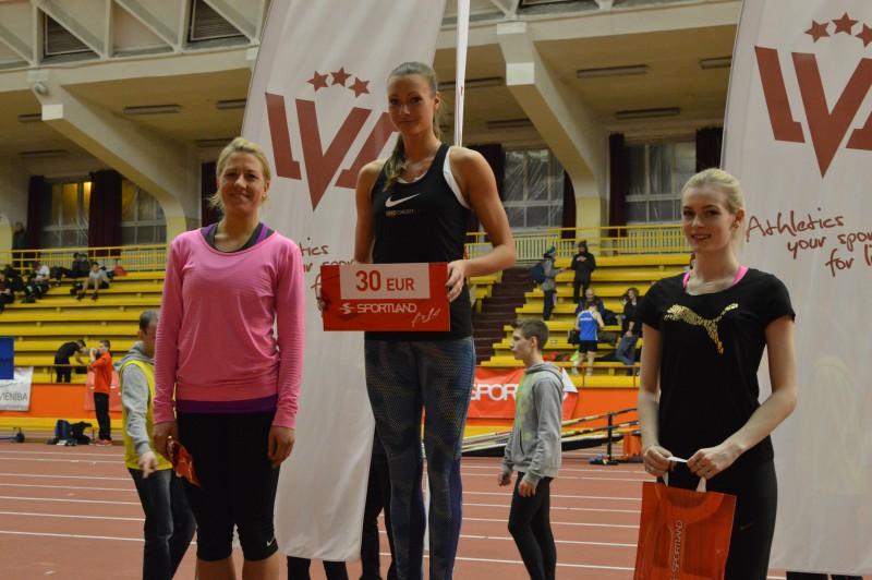 """Laura Ikauniece-Admidiņa uzvar """"Sportland kausā"""" ar 6,49 m tālu lēcienu"""