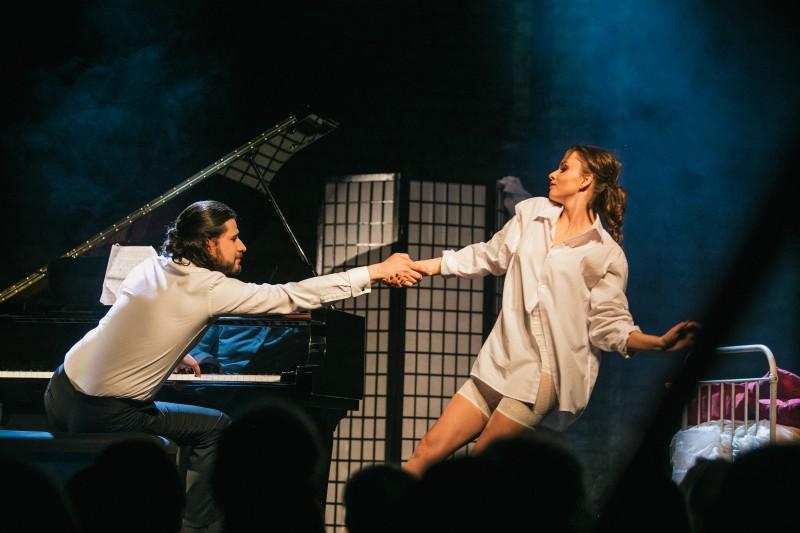 """Eksperimentālāizrāde """"Pēc pusnakts / after midnight"""" saviļņojusi Rīgas publiku"""