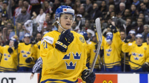 Zviedrijai pievienojas arī rezultatīvais Nīlanders, sastāvā jau 16 NHL spēlētāji