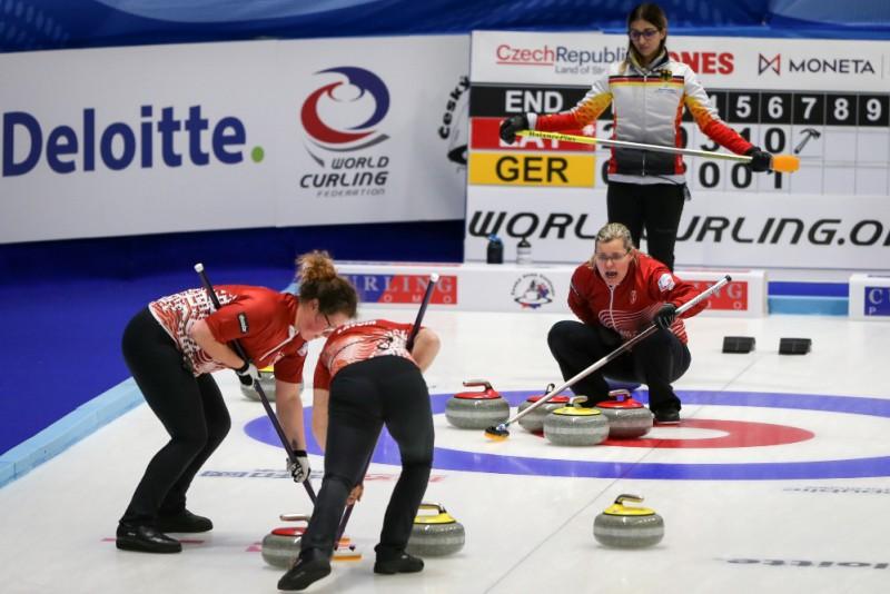 Latvijas sieviešu kērlinga izlase olimpisko kvalifikācijas turnīru sāk ar uzvaru