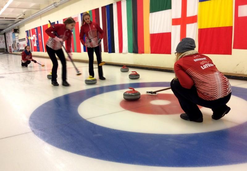Kērlinga komandas dodas pārbaudīt spēkus uz ārzemju turnīriem