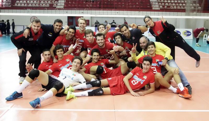 Latvijas U-18 puišu izlase volejbolā piekāpjas Portugālei