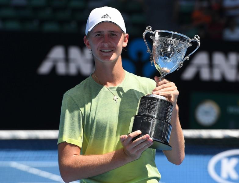 """1998. gada čempiona Kordas dēls uzvar """"Australian Open"""" junioru turnīrā"""