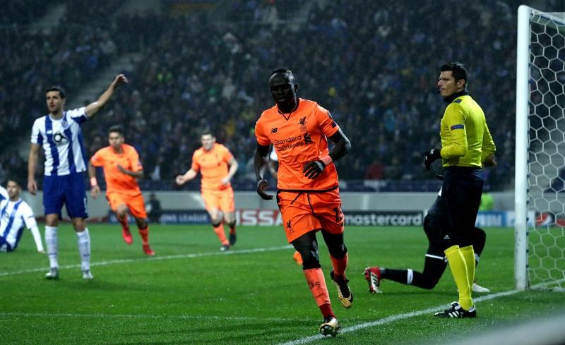 """Manē hat-trick, """"Liverpool"""" neatstāj cerības """"Porto"""""""