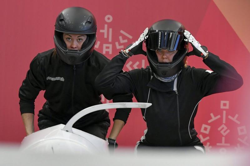 Dopinga lietošanā pieķerta arī olimpiskā bobslejiste no Krievijas