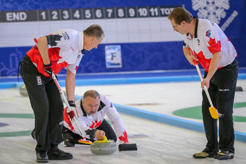 Kanādas senioru kērlinga izlases izcīna pasaules čempiona titulu