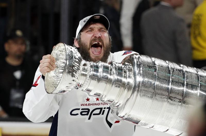 """""""Capitals"""" sakauj izcilu sezonu aizvadījušo Vegasu un iegūst Stenlija kausu"""