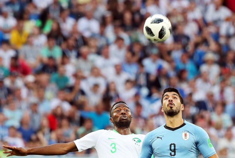 Urugvaja aizvien nepārliecina, taču uzveic Saūda Arābiju