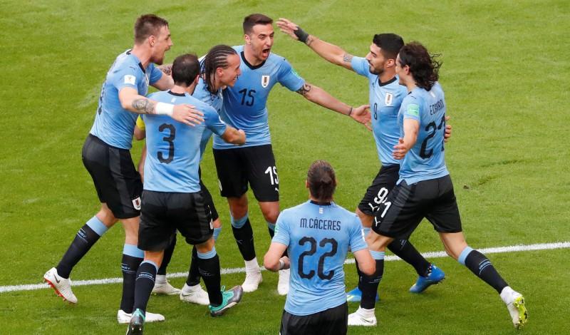 Urugvaja pamodina Krieviju no sapņa - 3:0 un pirmā vieta A grupā