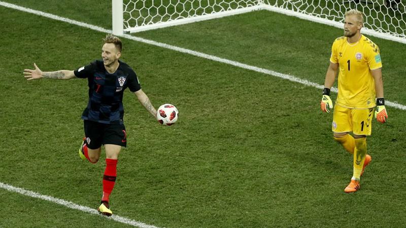 Horvātija vēl vienā PK drāmā pārspēj Dāniju un sasniedz 1/4 finālu