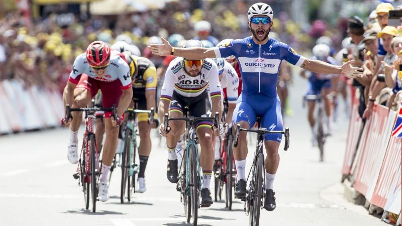 """Kolumbietis Gavirija uzvar """"Tour de France"""" ievadā, Skujiņš debitē ar 66. vietu"""