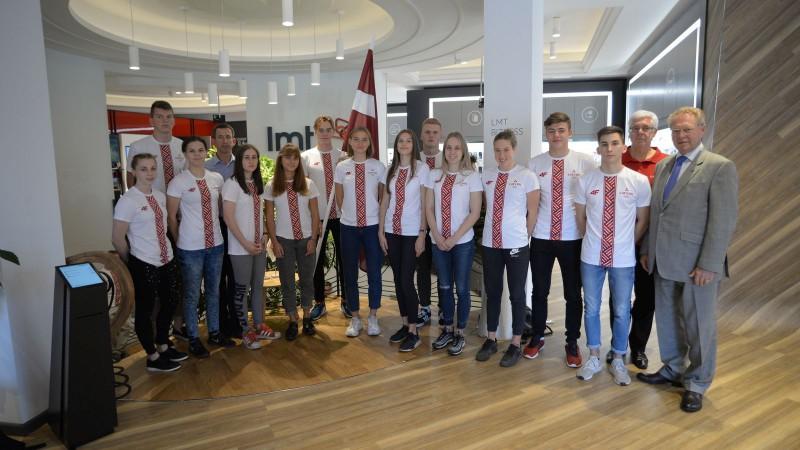 Talantīgais peldētājs Rudavs nesīs Latvijas karogu jaunatnes olimpiādes atklāšanā
