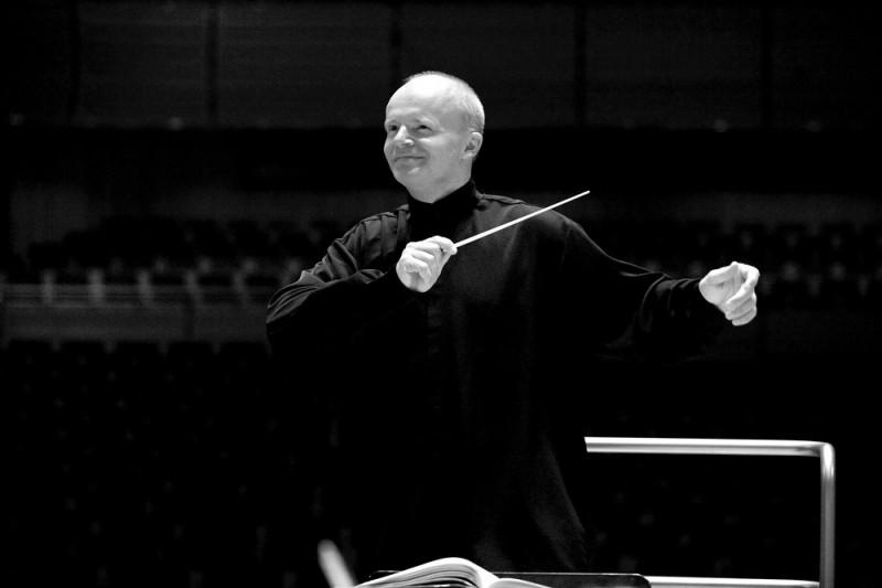 Sinfonietta Rīga satiksies ar impulsīvo austriešu diriģentu Tomasu Cētmairu