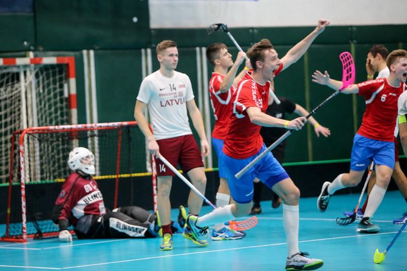 Latviešiem sāpīgs zaudējums bullīšos, rīt par 3. vietu - pret norvēģiem