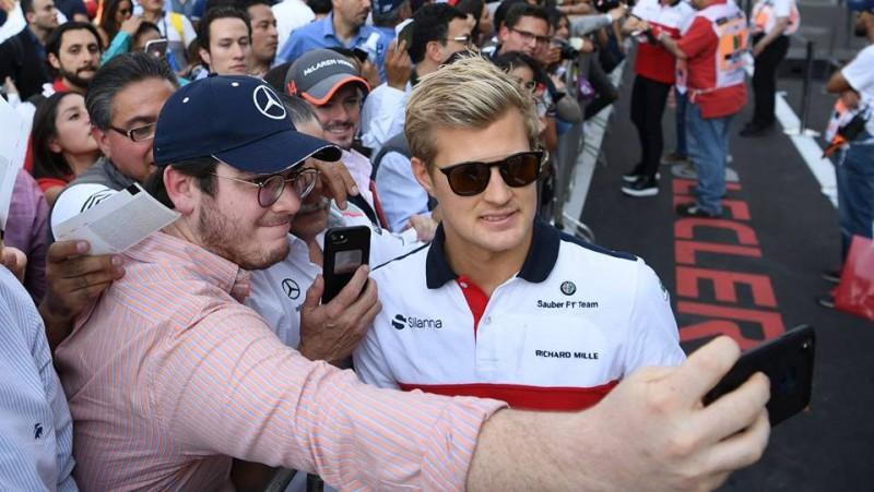 """Ēriksons pamet F1 un """"IndyCar"""" čempionātā aizvietos smagi savainoto Vikensu"""
