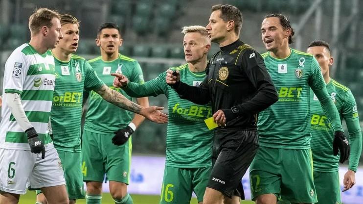 Tarasovam ar VAR atceļ vārtu guvumu Polijas Ekstraklasē