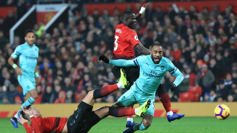 """""""United"""" divreiz atspēlējas neizšķirtā pret """"Arsenal"""", """"Chelsea"""" pārsteidzoši zaudē"""