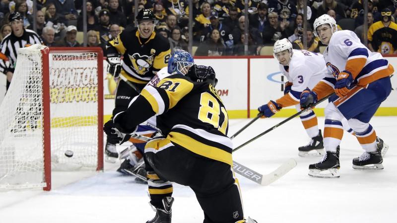 """Keselam četri punkti """"Penguins"""" uzvarā, Toronto pēdējā trešdaļā atspēlējas no 1:4"""
