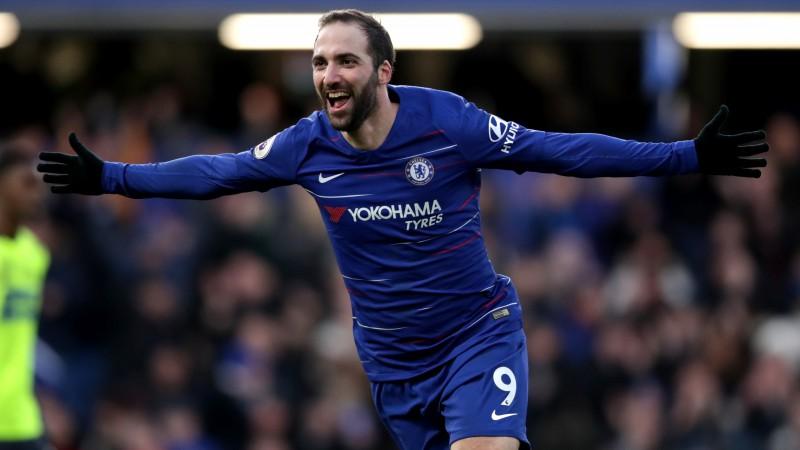 """Igvains un Azārs ar diviem vārtiem sekmē """"Chelsea"""" panākumu, """"Tottenham"""" izrauj uzvaru"""