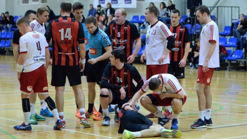 """""""Celtnieks"""" un """"Tenax"""" spēlē neizšķirti Latvijas handbola granda duelī"""