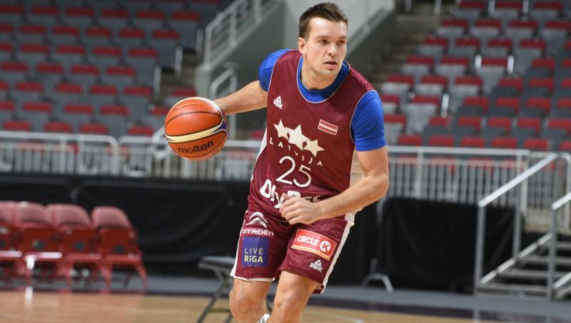 Ukrainas klubs uzreiz pēc spēles šķiras no Latvijas izlases aizsarga Vītola