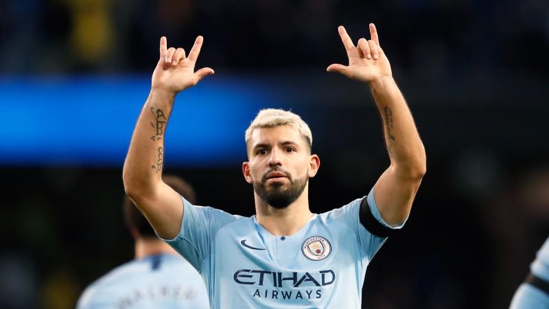 """""""City"""" sarauj gabalos """"Chelsea"""", Agvero otrais """"hat-trick"""" trīs spēlēs"""