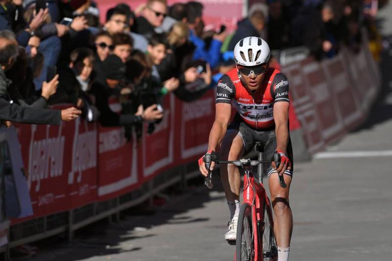 """""""Tour de France"""" pirmajā posmā pārsteidzoši uzvar Tēnisens, Skujiņš otrajā simtā"""