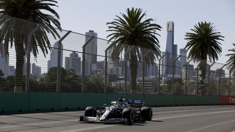 Hamiltons ātrākais F1 sezonas pirmajos treniņbraucienos