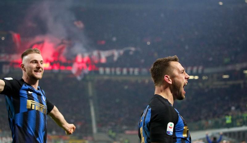 """Milānas derbijā pieci vārti un triumfē """"Inter"""", """"Juvei"""" pirmais zaudējums sezonā"""