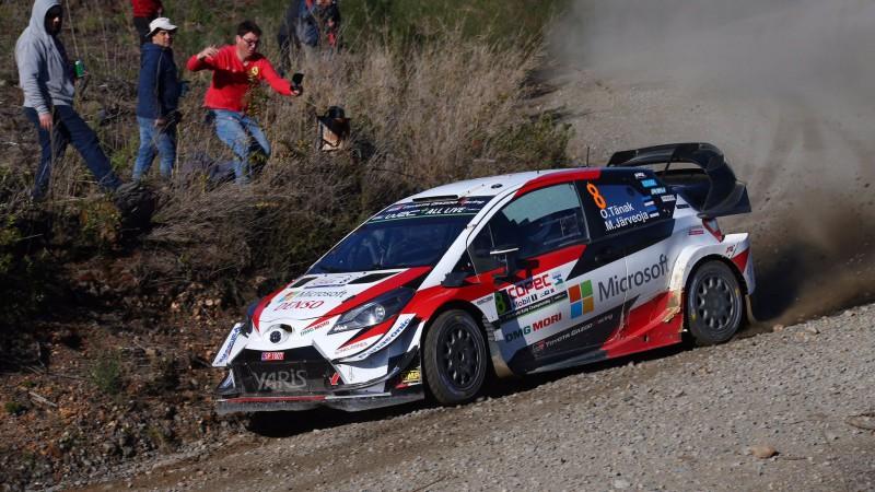 Igaunis Tanaks tuvojas uzvarai Čīlē, WRC līderis Noivils avarē