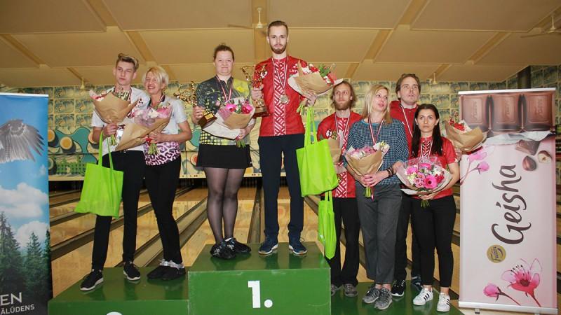 Daniels Vēzis un Anita Valdmane uzvar Latvijas čempionātā boulingā