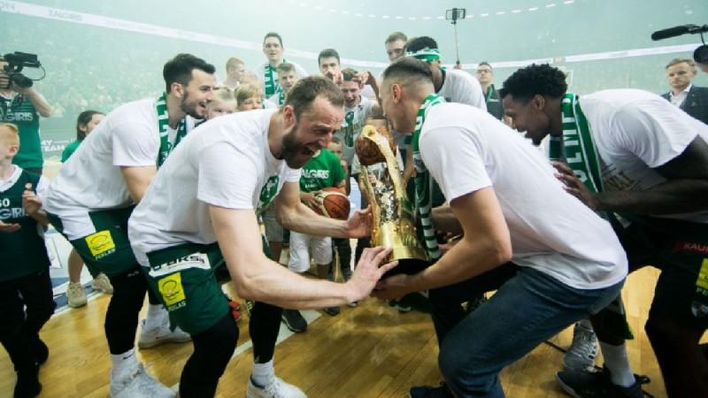 """""""Žalgiris"""" grauj """"Rytas"""" un izcīna devīto Lietuvas čempiontitulu pēc kārtas"""