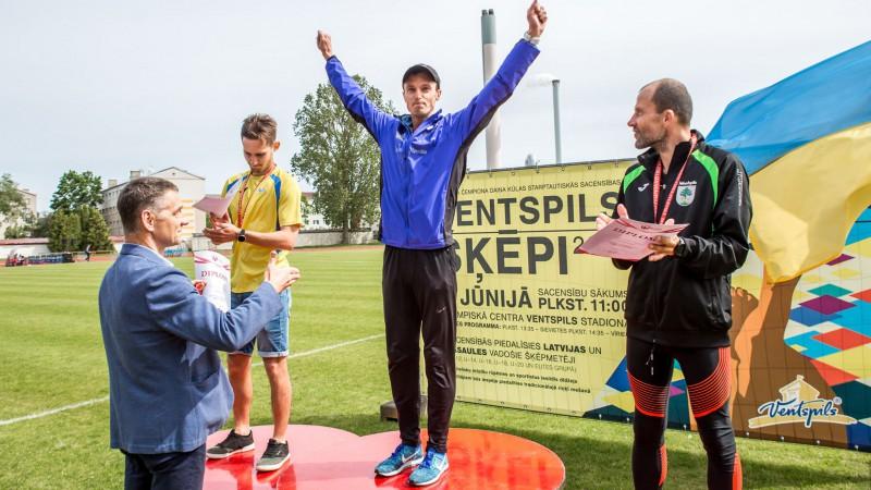 Rumbenieks nosoļo Smolonski Latvijas čempionātā, Pastare atkal uzvar bez nopietnas konkurences