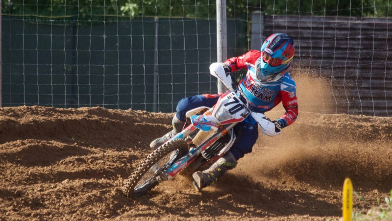 Stelpes motokrosā uzvar bijušais Dakaras rallija dalībnieks Jānis Vinters