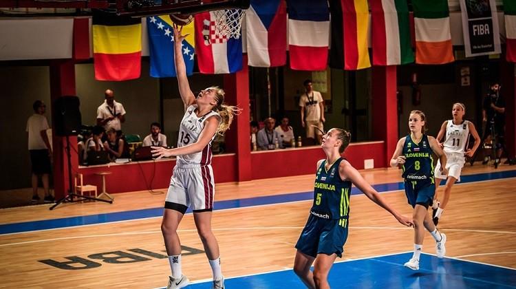 U19 meitenes spēlē agresīvi un gandrīz noķer Zviedrijas U20 izlasi