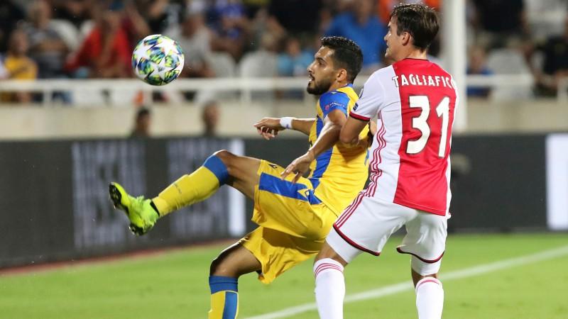 """Lieliskajai APOEL gandrīz izdodas nospiest uz ceļiem mazākumā nokļuvušo """"Ajax"""""""