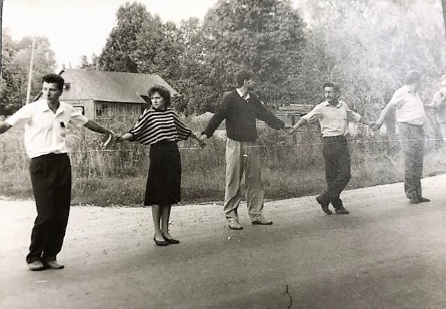"""Liepājas muzejs aicina liepājniekus dalīties ar fotogrāfijām, kas uzņemtas, piedaloties """"Baltijas ceļā"""""""