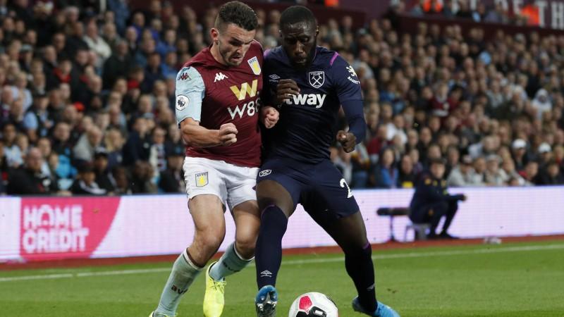 """""""Aston Villa"""" mājās skaitliskajā vairākumā pārtrauc """"West Ham"""" uzvaru sēriju"""