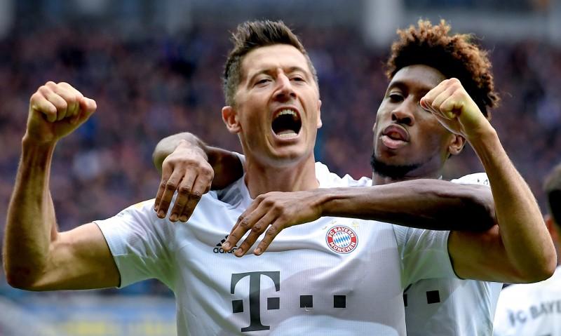 """""""Bayern"""" kļūst par čempionāta līderi, četri klubi cieši seko"""
