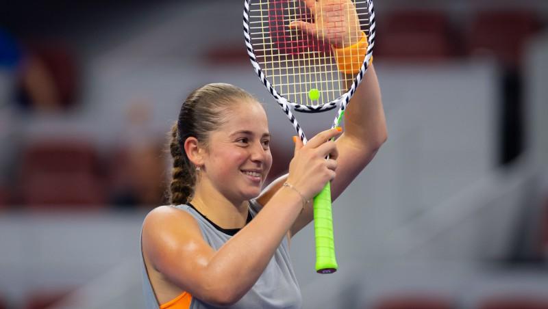 Ostapenko Pliškovu Pekinā uzvar arī dubultspēļu turnīrā un iekļūst finālā