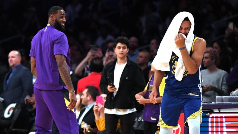 """""""Lakers"""" bez Džeimsa un Deivisa pārspēj Kariju, Jokičam tikai četri metieni un 4+4+4"""