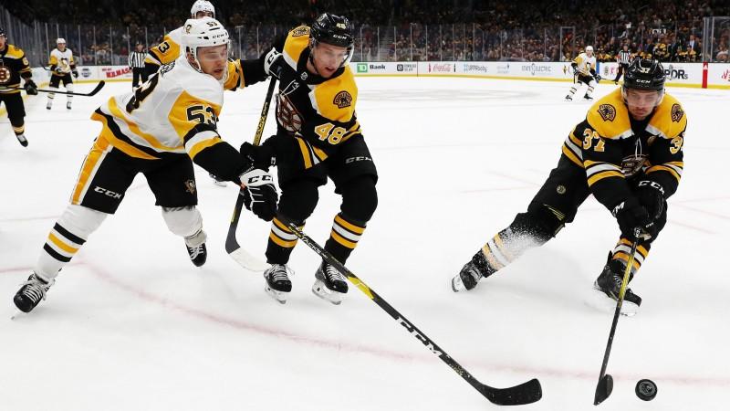 """""""Penguins"""" atspēlējas no 0:3, izvirzās vadībā un zaudē, Bļugeram divi metieni"""