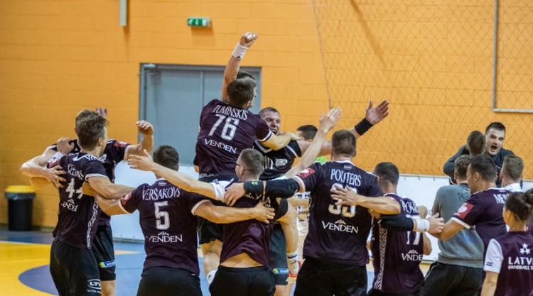Latvijas handbola izlase ar Krištopānu priekšgalā dodas uz spēli pret Itāliju