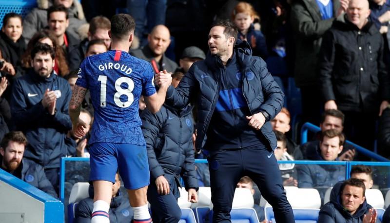 """""""Chelsea"""" uzvar """"Tottenham"""" un izcīna svarīgus trīs punktus"""