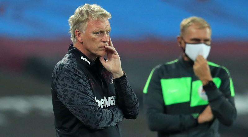 """Mančestras """"United"""" uzvara Līgas kausā, WHU inficējies galvenais treneris un divi spēlētāji"""